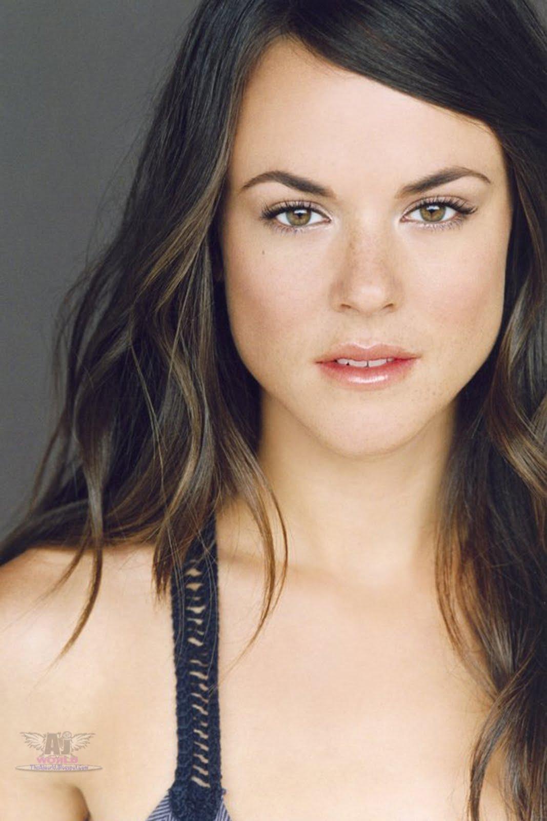 Sarah Butler - Photo Set