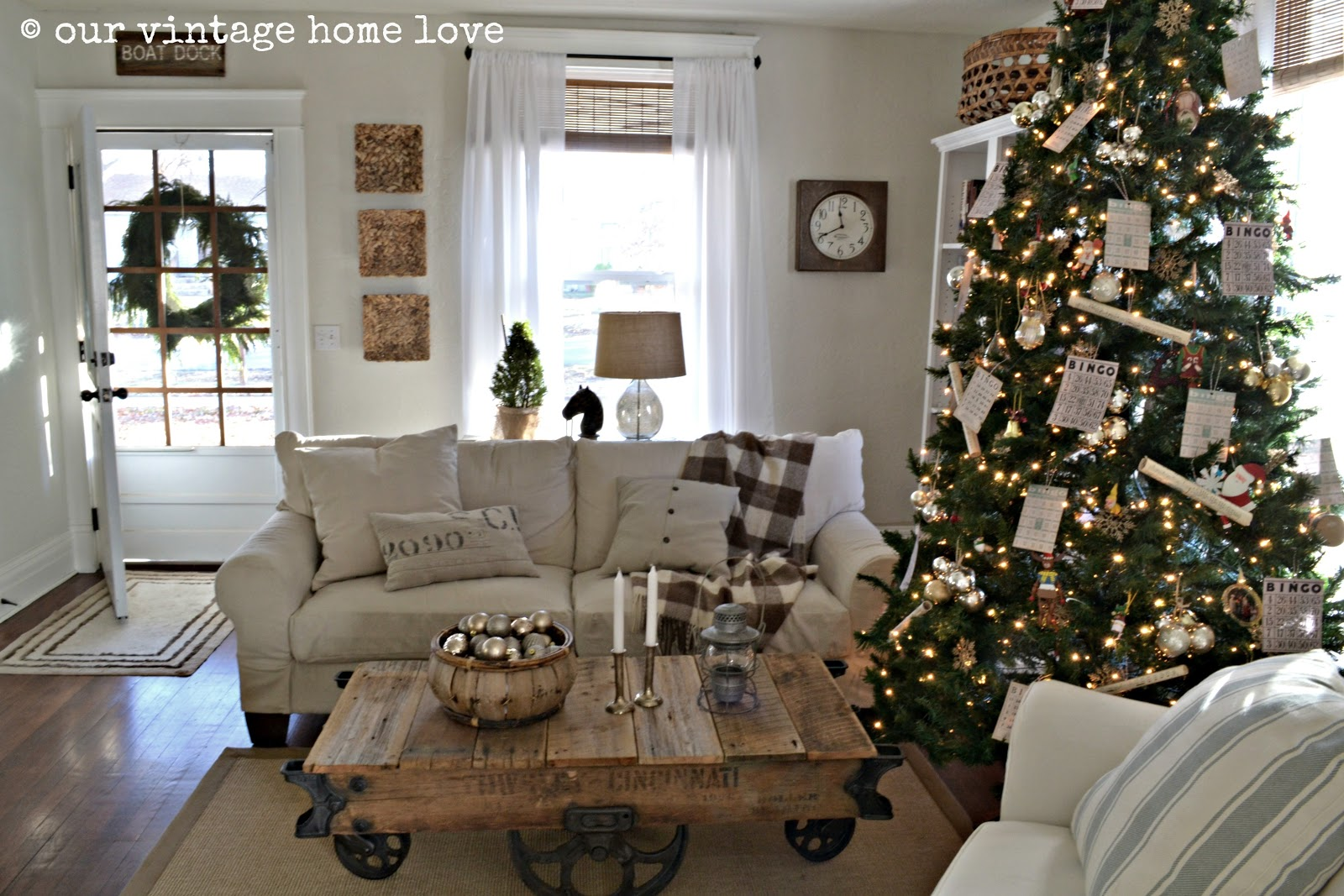 Vintage home love 2012 christmas decor ideas for Vintage living room decorating ideas