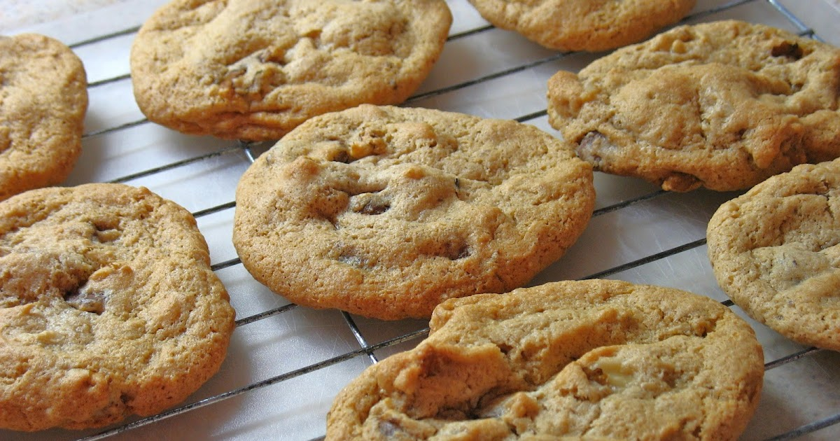 Gluten Free Spouse: Gluten Free Chewy Chocolate Chip & Walnut Cookies ...