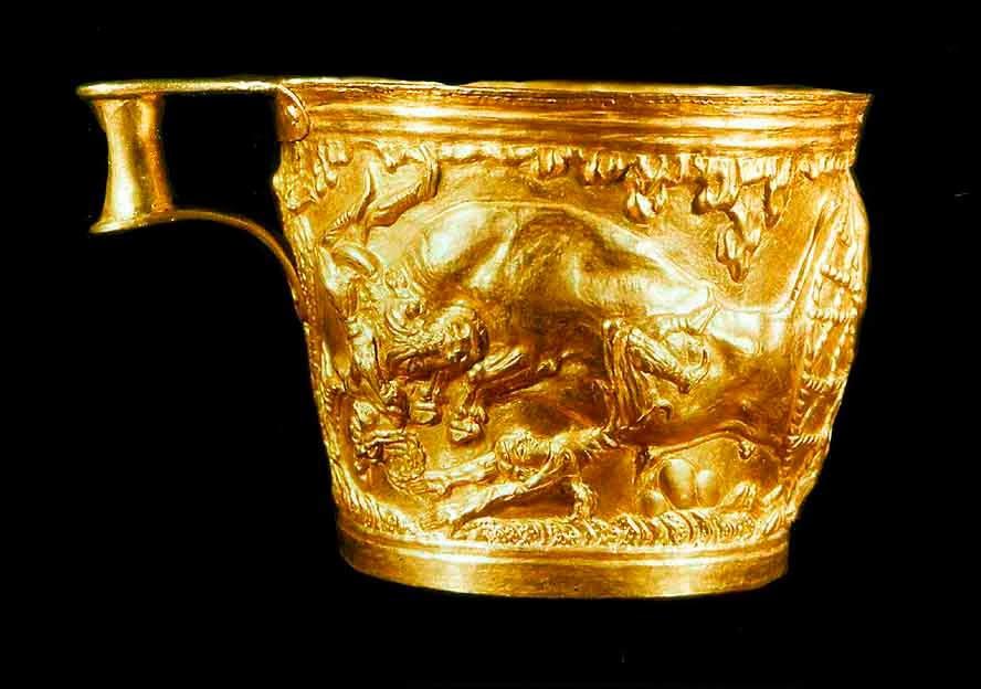 copa de vaphio con un toro