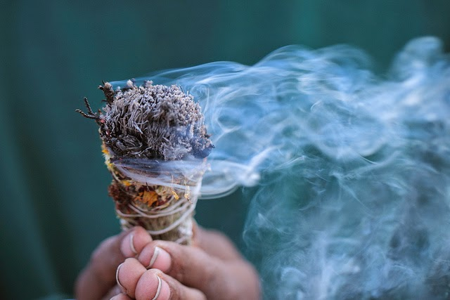 Non solo angeli fumigazione ecco come togliere le energie - Energie negative casa ...