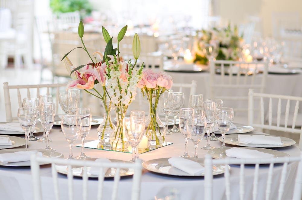 decoracao casamento mesa convidados:Olhe os arranjos acima olhe agora a decoração abaixo e substitua