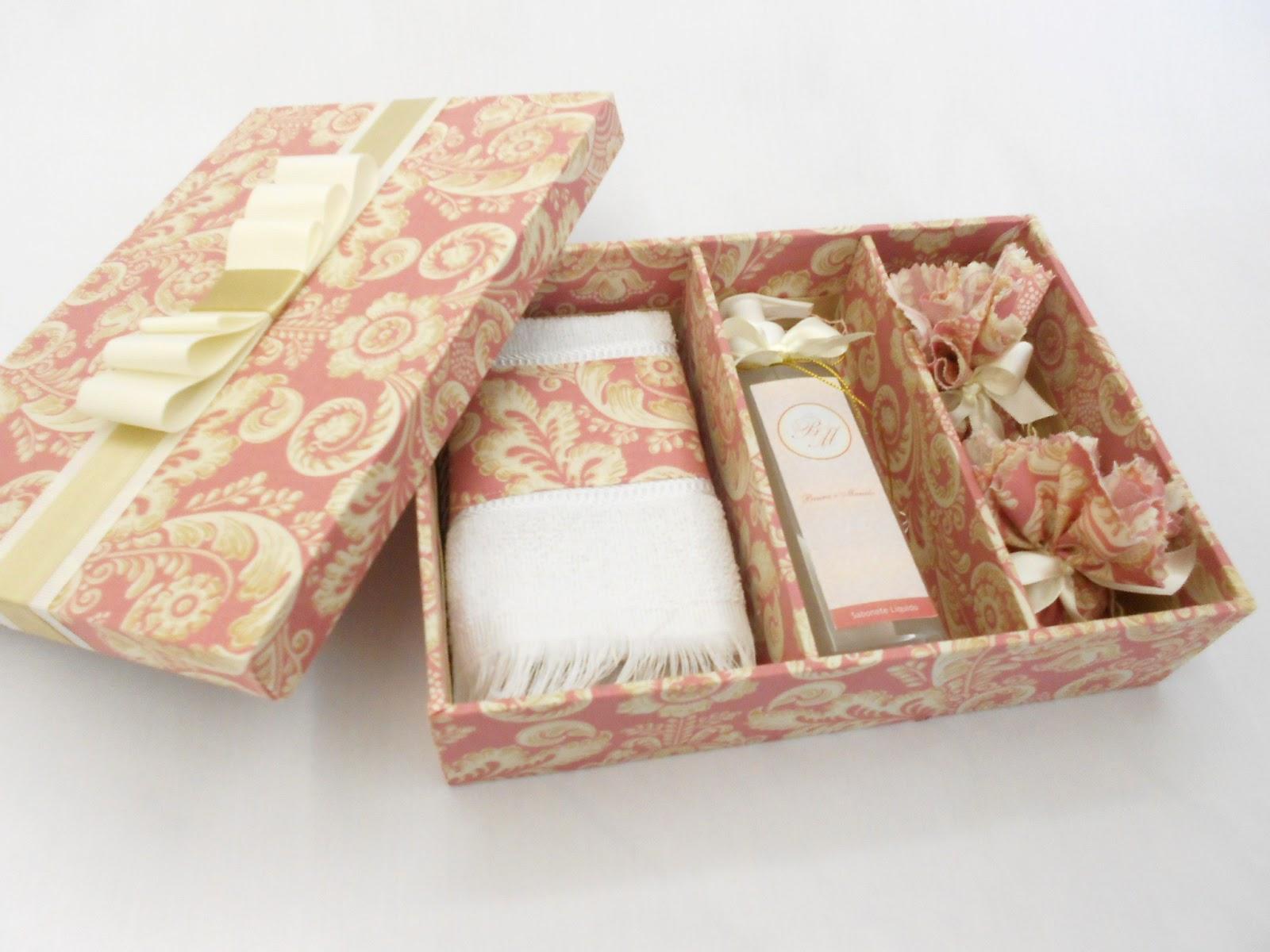 kit banheiro contém sabonete líquido com rótulo personalizado  #432414 1600 1200