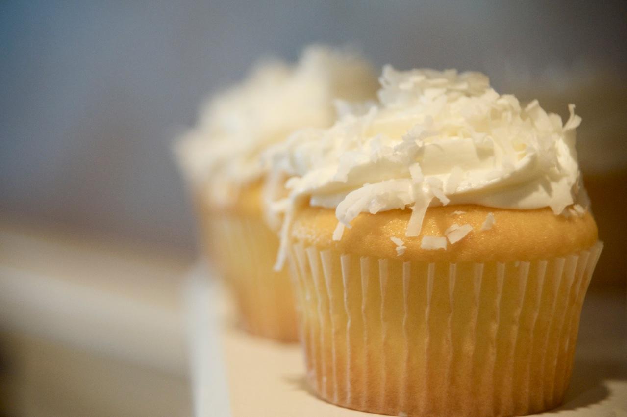 Vanilla Cupcake Recipe ~ Easy Dessert Recipes