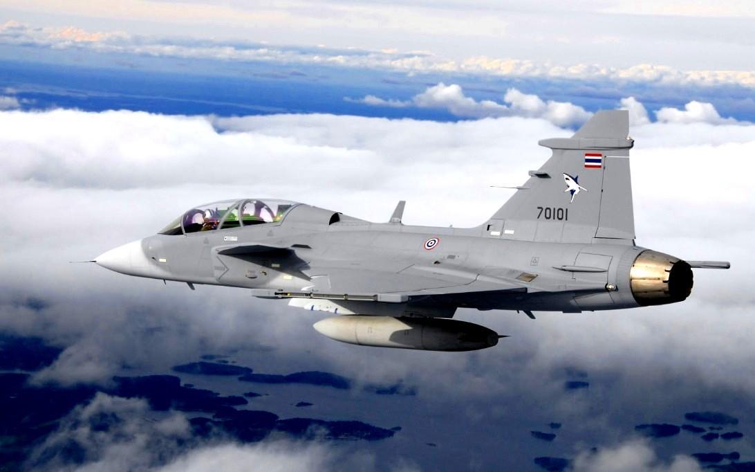 Jet tempur SAAB JAS 39 Gripen - 4
