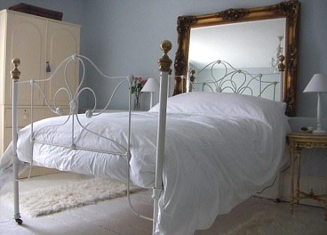 Camas con cabeceros originales dormitorios con estilo - Cuadros cabecera cama ...