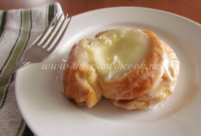 The Country Cook: Crescent Cheese Danishes