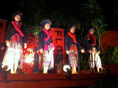 伝統衣裳のショー(ルアンパバーン)
