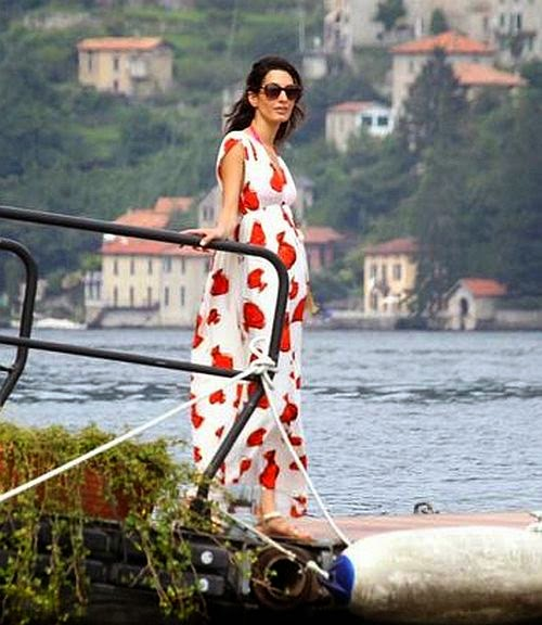 It's not the first time for Lake Como to receiving the pretty woman's. But may be, it's their first time for the greatest love of all moment on the camera public by photographer as George Clooney and her lovely lover, Amal Alamuddin are getting all kinds of freaky on their time. The old blue couple has been having fun in the actor private house on Tuesday, August 12, 2014.