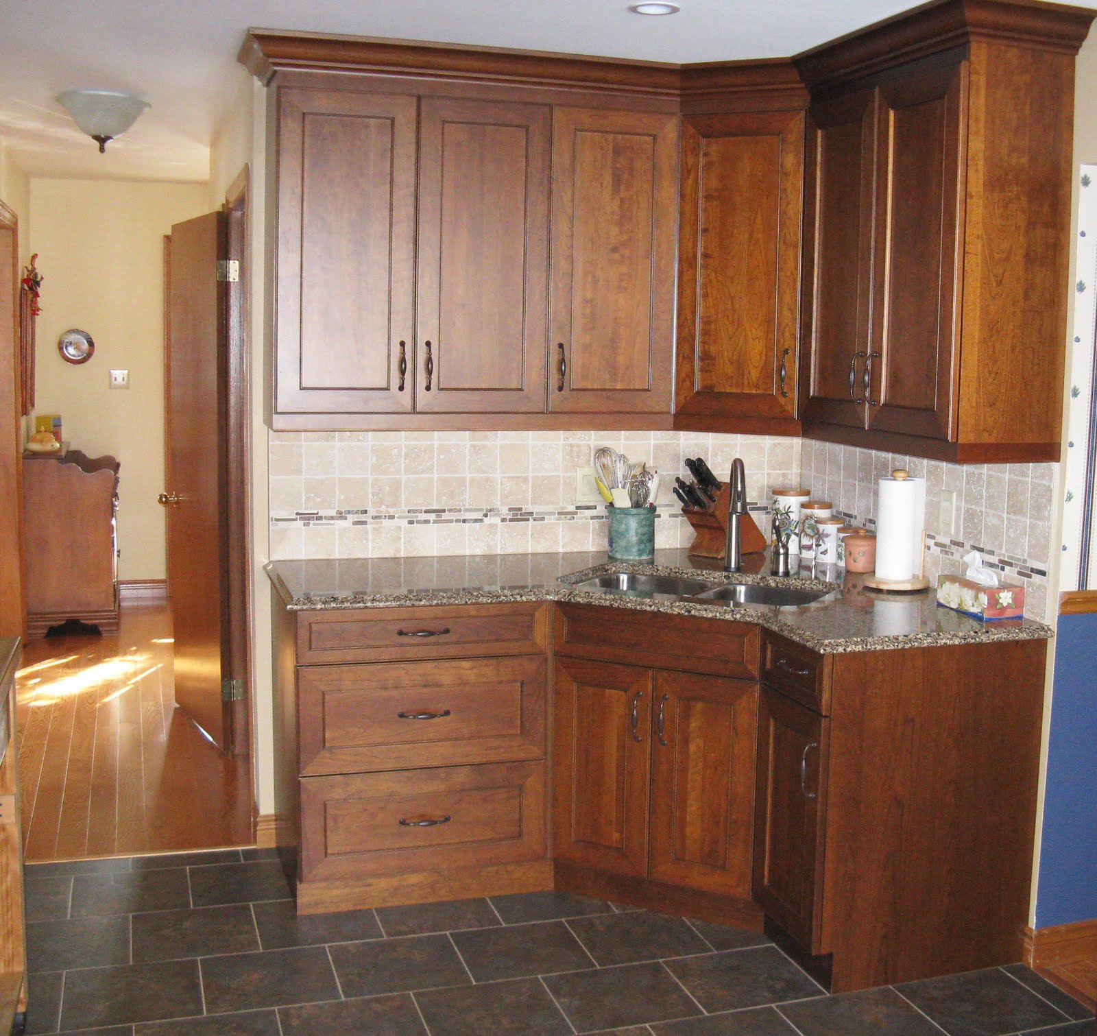 Five star photo gallery cherry cabinets for Cherry kitchen cabinets