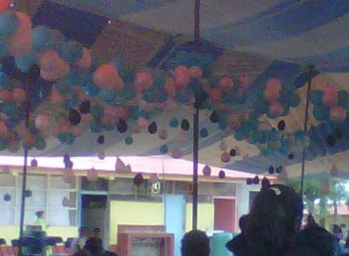 Decoraciones con globos decoraciones para todo tipo de for Decoracion graduacion en jardin