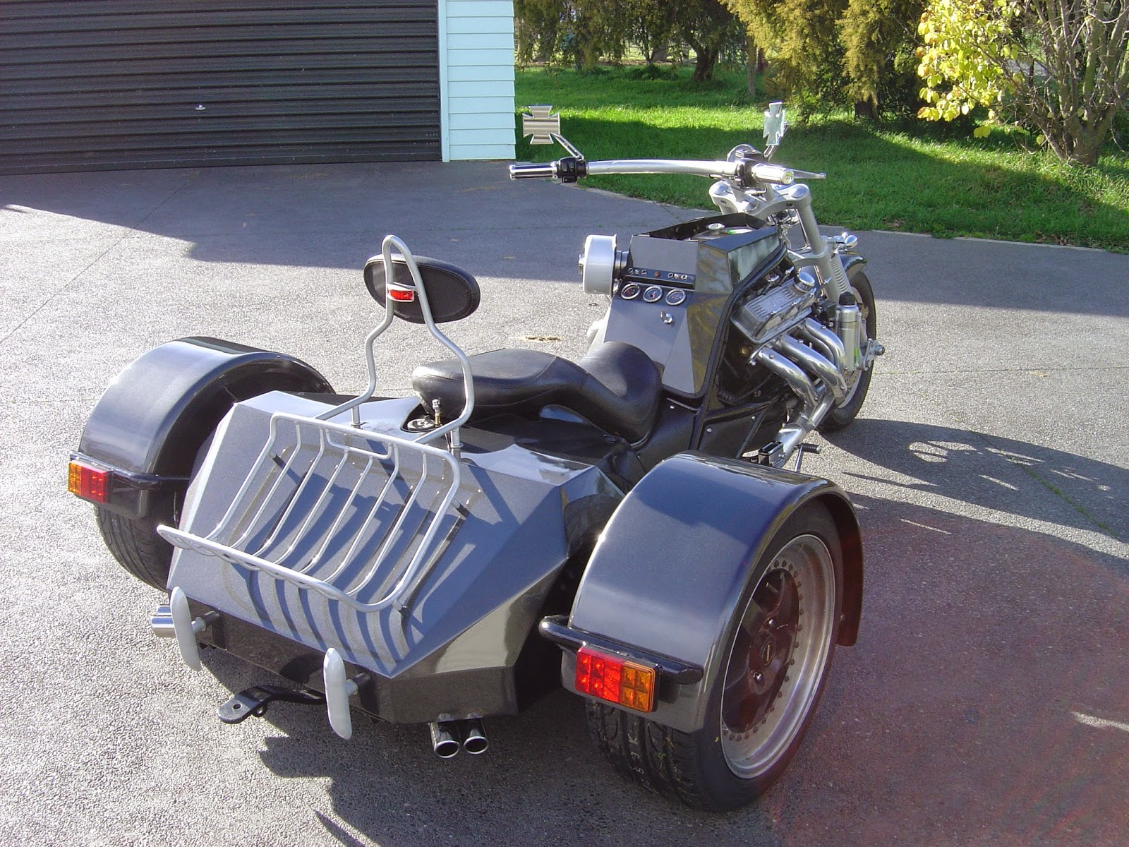 V6+Trikes Custom and Chopper Motorcycles and Parts: Holden V6 Trike