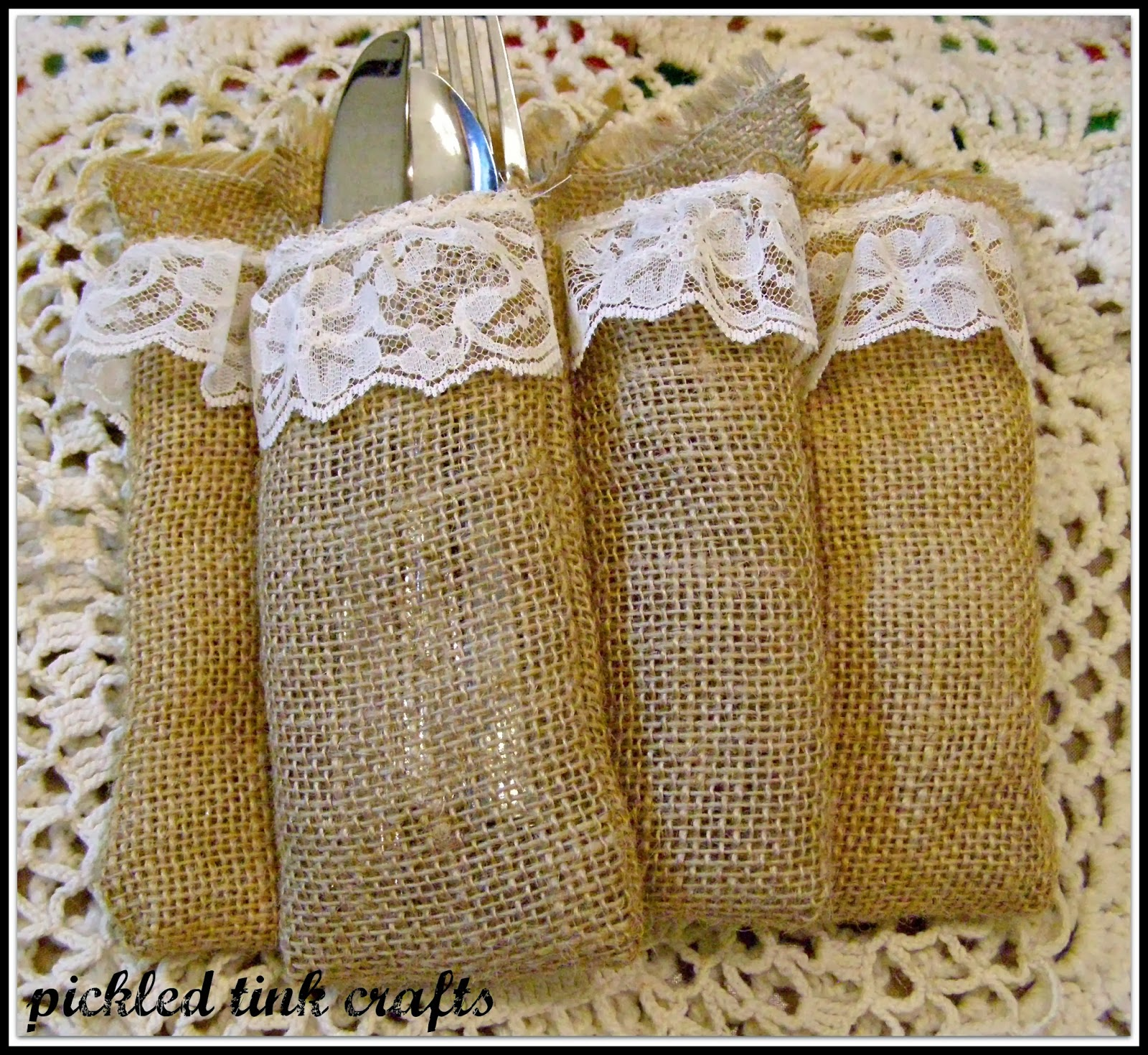 Pickled tink crafts more burlap projects love for Burlap crafts