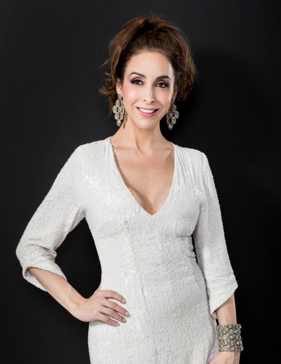 Adriana Lavat en la Producción de Telemundo 'Tierra de Reyes'