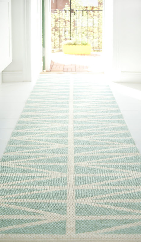 Helmi Plastic Woven Rug in light blue