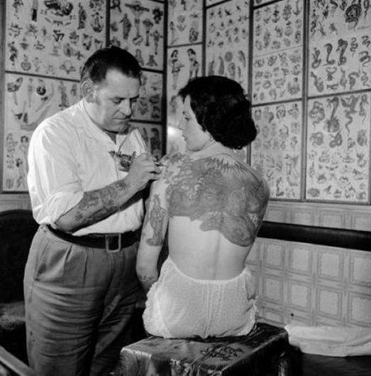 Historia de las mujeres tatuadas, http://distopiamod.blogspot.com.es