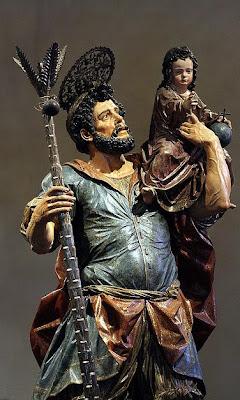 Escultura de san Cristobal con vara y el Niño Jesus sobre su hombro izquierdo