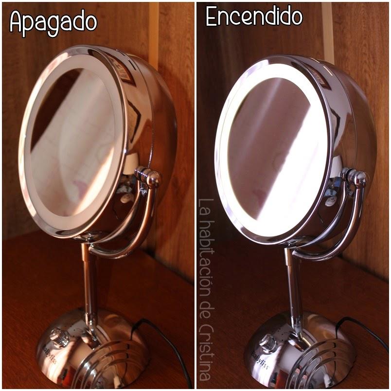 es un espejo de mesa con un aro de luz y dos caras con diferente aumento perfecto para maquillaje depilacin de cejas etc el modelo se llama e