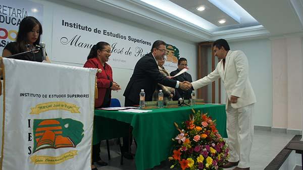 """EL INSTITUTO DE ESTUDIOS SUPERIORES """"MANUEL JOSÉ DE ROJAS"""" HACE ENTREGA DE TÍTULOS Y GRADOS ACADÉMICOS."""