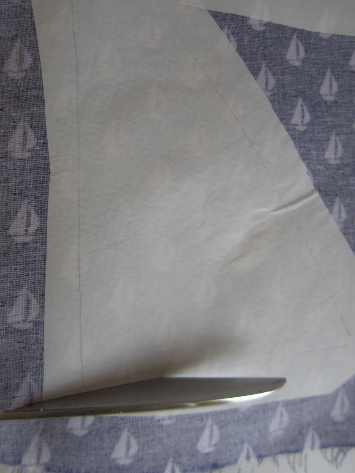 mis nancys, mis peques y yo, tutorial aplique camiseta velas tela cortar