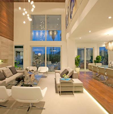 Sala a a doble altura con enchape de madera