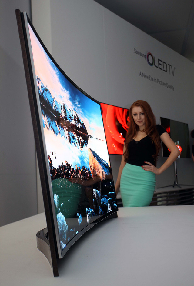 Samsung's first TV with curved OLED second picture
