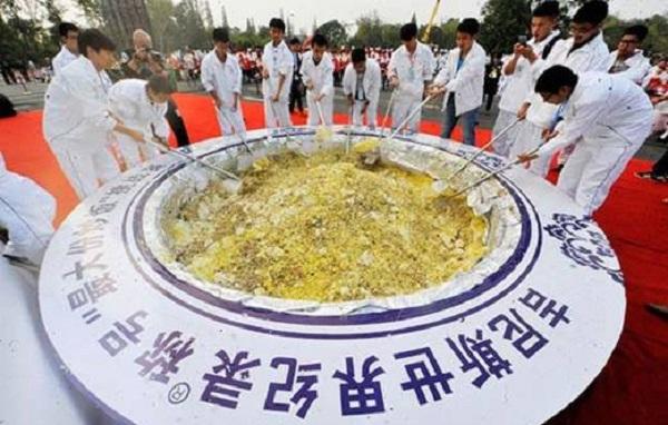 Nasi Goreng Terbesar Dunia Gagal Raih Rekod Guinness Kerana Basi