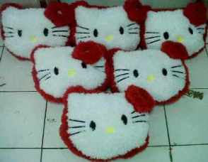 BANTAL KEPALA HELLO KITTY KERITING RED