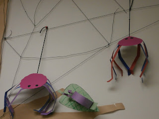 Easy Construction paper spiders
