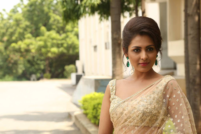 Madhu Shalini Latest HD Stills At Cheekati Rajyam Trailer Launch