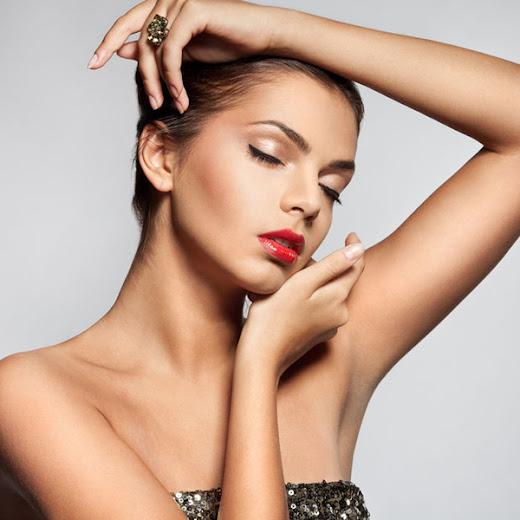 Fusão perfeita de maquilhagem e cuidados do rosto