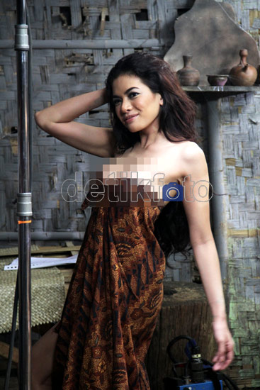 Foto Video Adegan Mandi Nikita Mirzani Film Nenek Gayung Hot