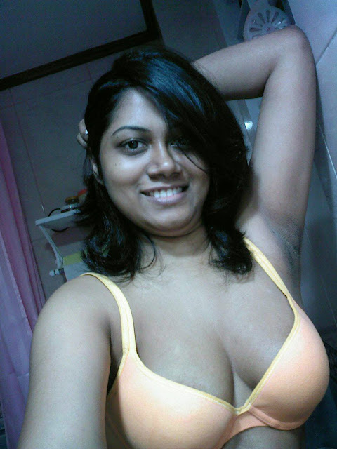 Big Boobs Indian Aunty Nipple Slip Photo indianudesi.com