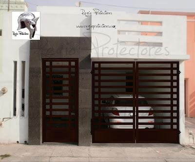 Regio protectores port n abatible y p rtico de acceso for Puertas de acceso principal