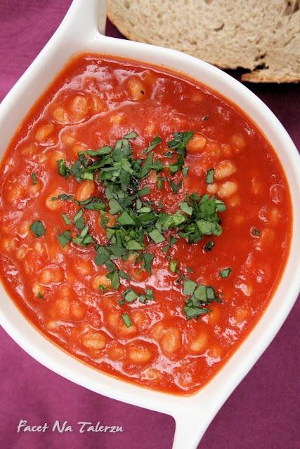 krem z pomidorów z aromatycznymi ziołami