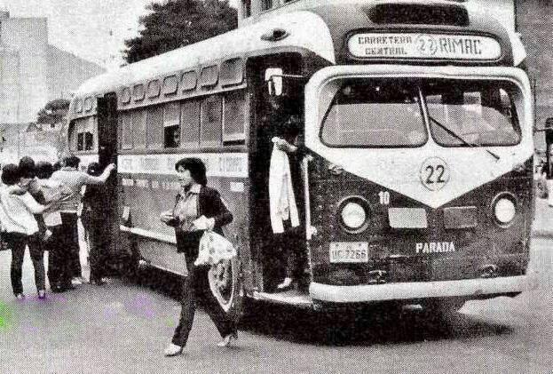 antiguo y diario transporte público