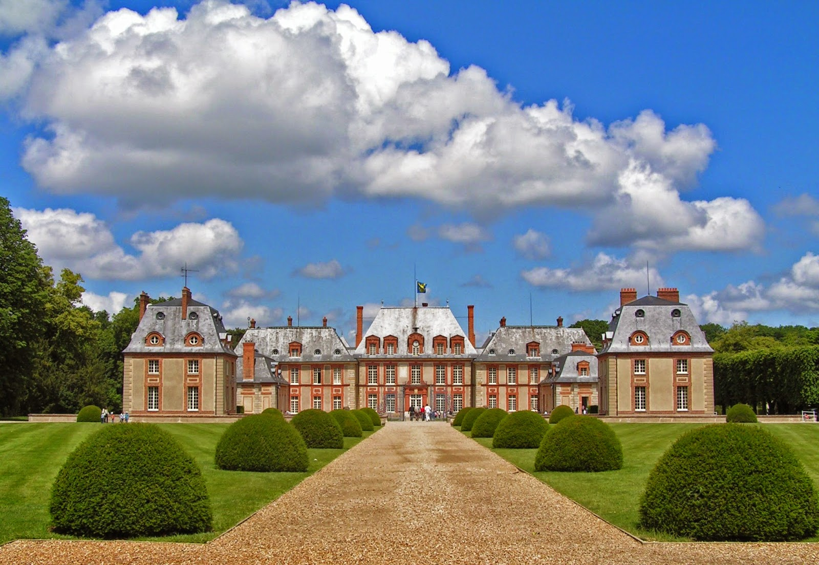 Beautes de la vallee de chevreuse chateaux en yvelines for Chateau des yvelines