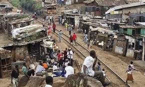 picture of the slum on the train line