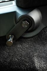 カイエン後部座席77mm後方リクライニングKITの装着例。