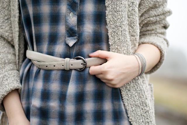 ootd grey tartan winter look fashion blogger Luxembourg