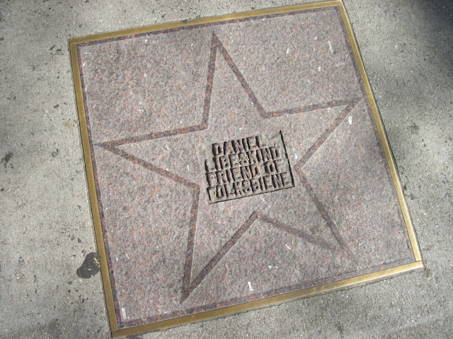 A faded star for Daniel Libeskind on the old new york landmark the Yiddish Theater Walk of Fame