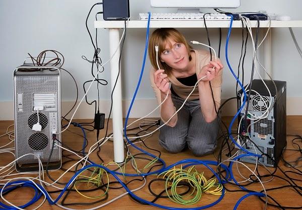 Eliminar o emaranhado de cabos ligados ao computador até 2016