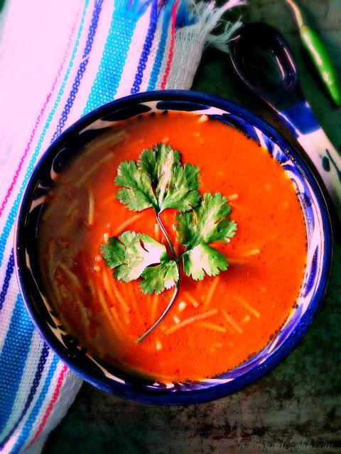 Sopa de Fideo a los Cuatro Chiles - lacocinadeleslie.com