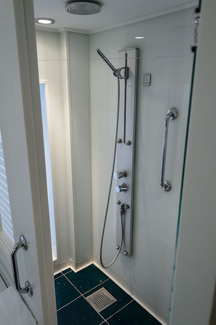 Suite 14014 Shower on the Norwegian Pearl