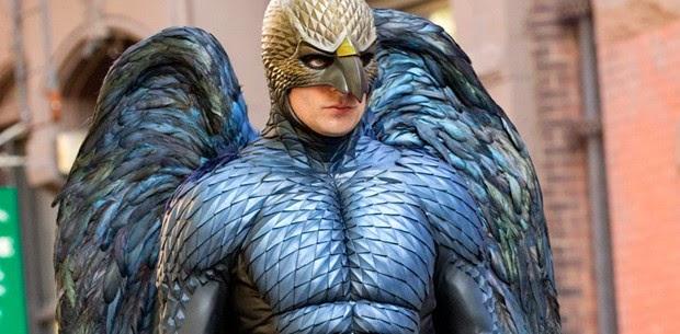 Michael Keaton é um ex-super-herói em decadência no trailer de BIRDMAN, com Emma Stone e Edward Norton