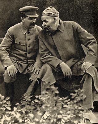 """""""¡Compañero!"""" - cuento de Máximo Gorki - publicado en junio de 2013 en el blog Cuestionatelotodo Joseph_Stalin_and_Maxim_Gorky,_1931"""