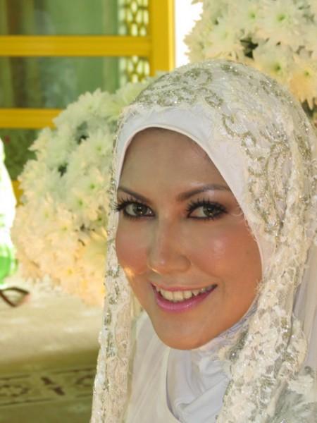 Tahniah buat Zakiah Anas dan pasangan, kami akan kemaskini maklumat ...