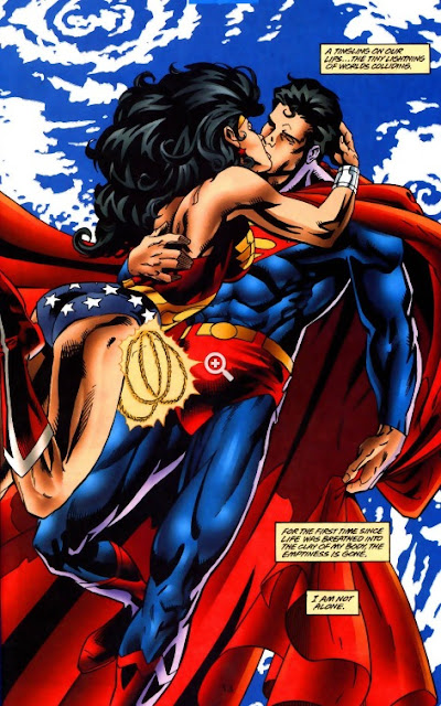 Superman bacia Wonder Woman