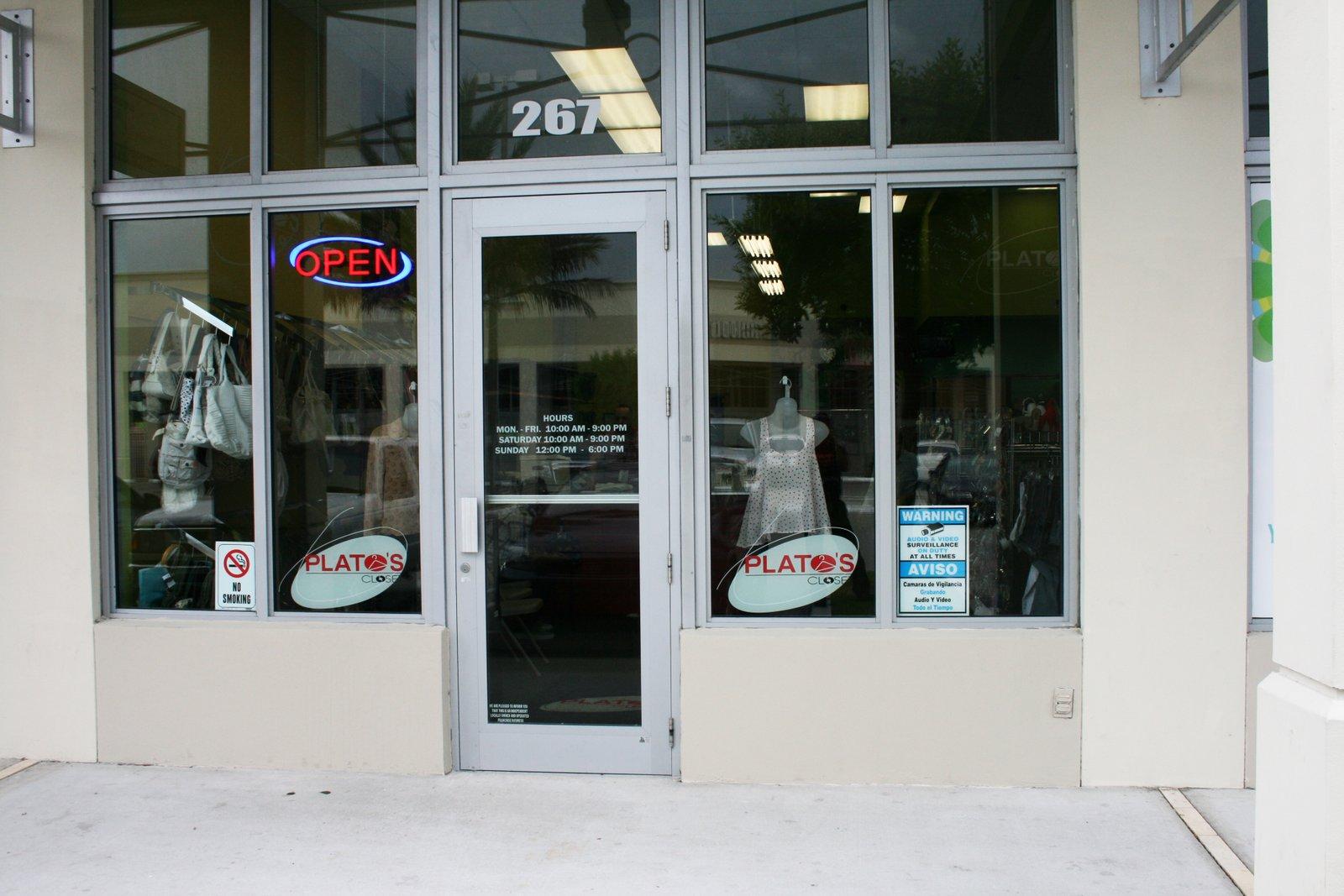 Store Front Retail Signage Amp Window Wraps Miami Florida Plato S Closet