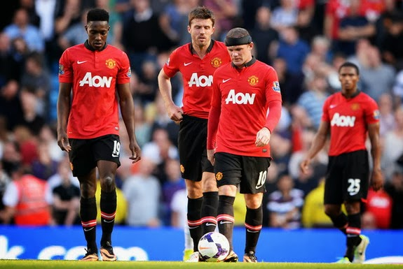 Manchester United players look dejected after conceding a second goal to Manchester City
